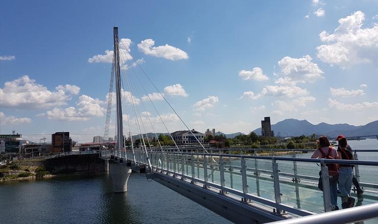 สะพานกระจกแก้วซุยังคัง หรือ Soyanggang Sky Walk สะพานกระจกแก้วที่ยาวที่สุดในเกาหลีใต้